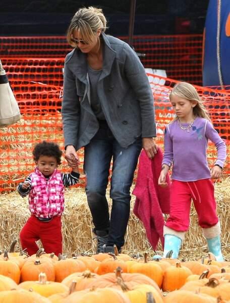 Heidi Klum et les enfants au Mr Bones pumpkin patch, en 2010