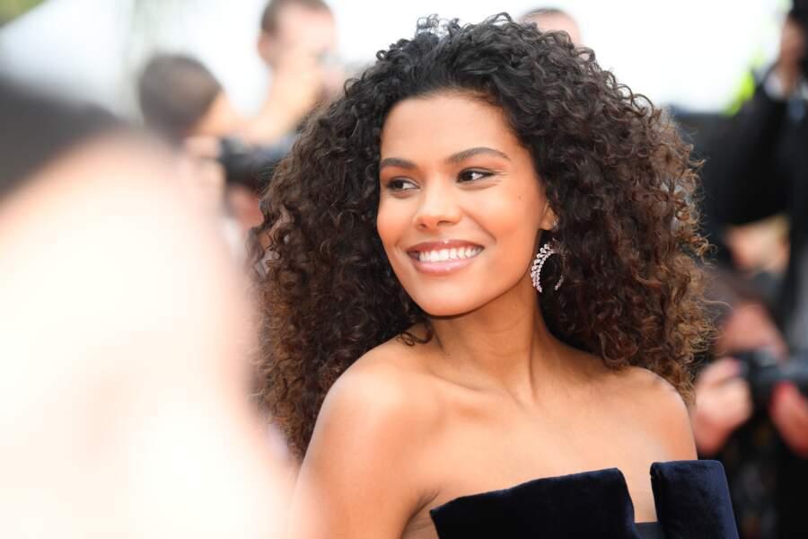 Tina Kunakey à la montée des marches des Misérables au Festival de Cannes 2019