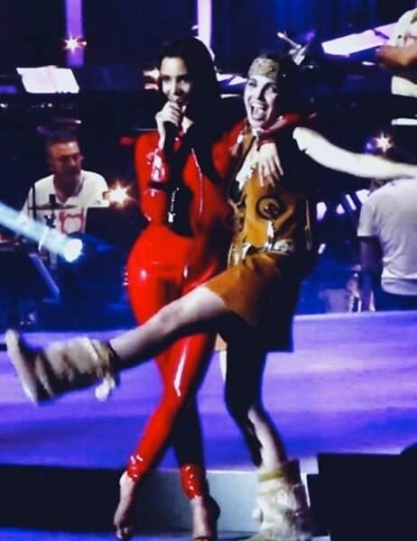 Shy'm et sa copine Claire Keim se lâchent sur scène