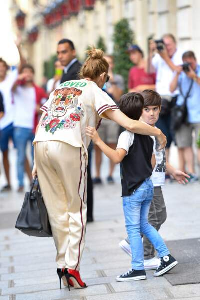 17 juillet 2017 - Celine Dion et ses enfants Eddy et Nelson Angélil devant le Royal Monceau à Paris