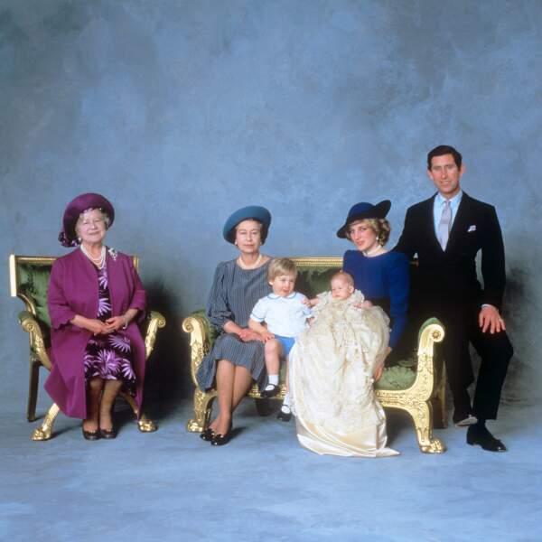 1984 Le prince Charles et Lady Di avec William et Harry, la reine mère et Elizabeth II