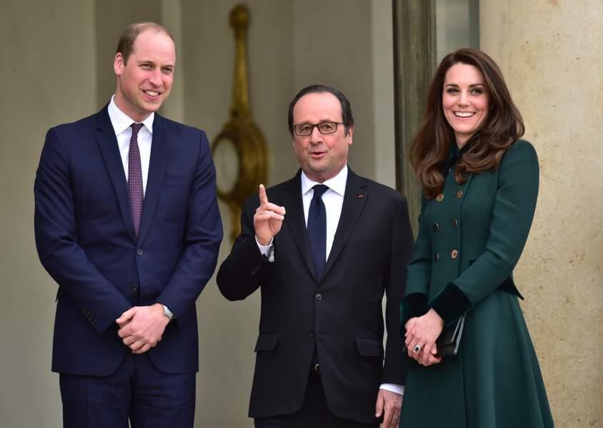 Kate Middleton et le prince William accueillis par François Hollande à l'Elysée
