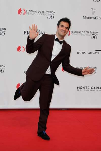 Alex Goude : c'est fini sur M6, il cherche du boulot en montrant son incroyable talent (de flamand rose)