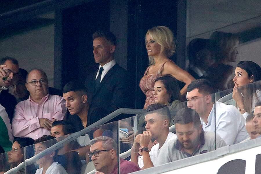 Pamela Anderson semble même souffrir à distance