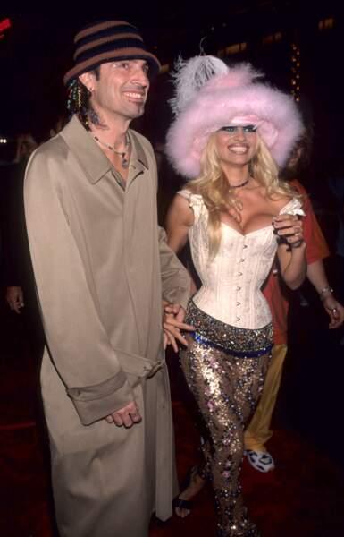 "MTV Video Music Awards : Pamela Anderson et Tommy Lee en 1999. Le brief ? ""Plumes & n'imp"""