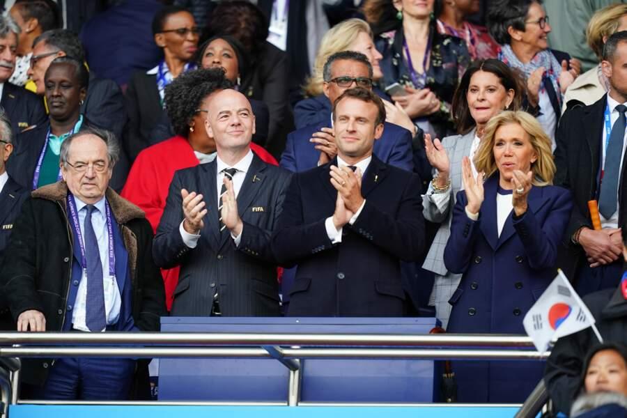 Emmanuel et Brigitte Macron dans les tribunes du match France - Corée du Sud