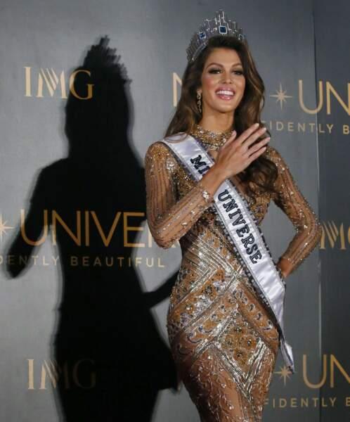 Iris Mittenaere élue Miss Univers : 1er shooting avec l'écharpe de Miss Univers pour notre belle Iris
