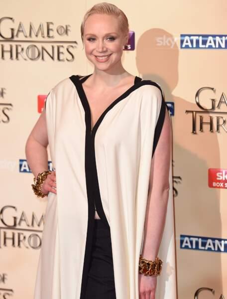 Gwendoline Christie porte aussi bien la robe...