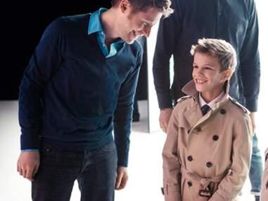 Nouvelles photos de Romeo, le fils de David Beckham, pour Burberry