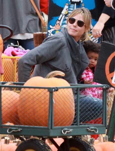 Heidi Klum au Mr Bones pumpkin patch, en 2010