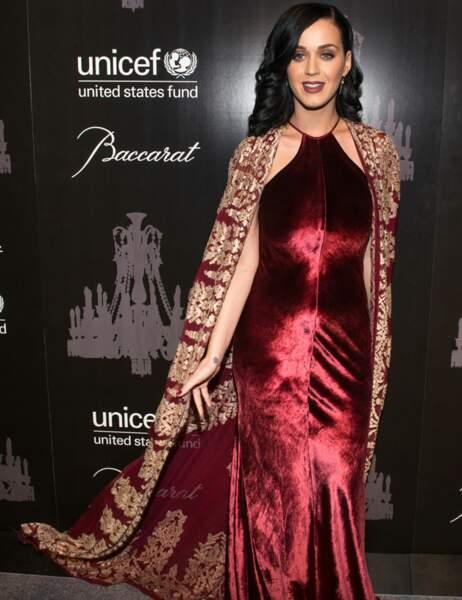 La chanteuse, toute en beauté, avait choisi une création Naeem Khan
