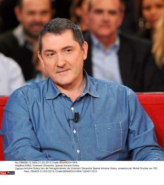 Yves Calvi, lui, quitte C dans l'air sur France 5 pour se retrouver à l'animation du 18h-20h sur LCI