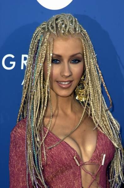 Christina Aguilera et ses longs cheveux blonds tressés