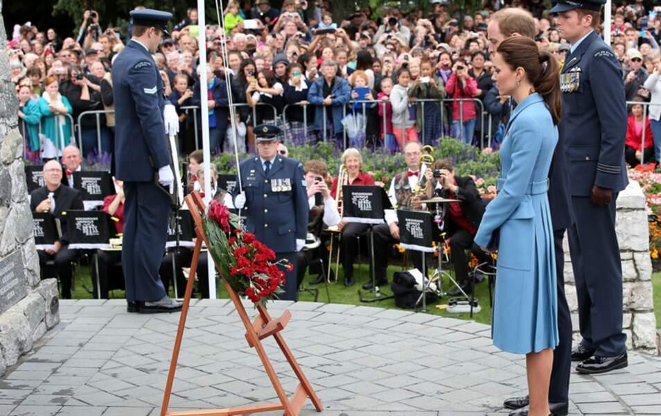 Kate et William devant le mémorial de Seymour Square