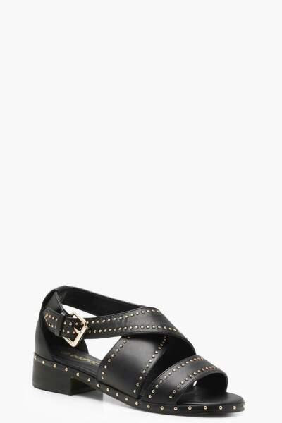 Sandales à brides croisées à clous, Boohoo, 21 euros au lieu de 42 euros