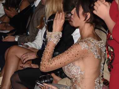 VOICI - Cannes 2018 - Farah Abraham choque la Croisette dans sa robe fendue sans culotte