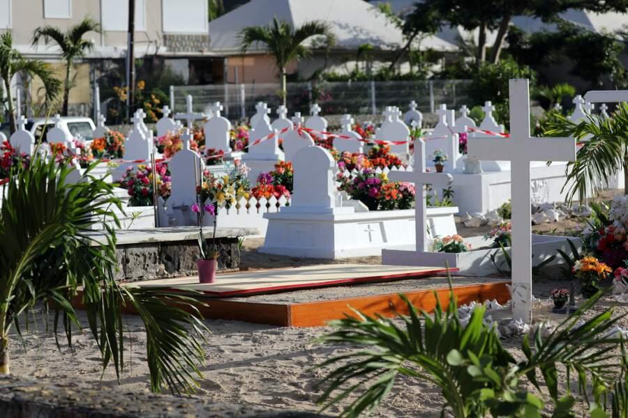 Obsèques de Johnny Hallyday : vue sur la tombe du rocker avant l'arrivée du cercueil