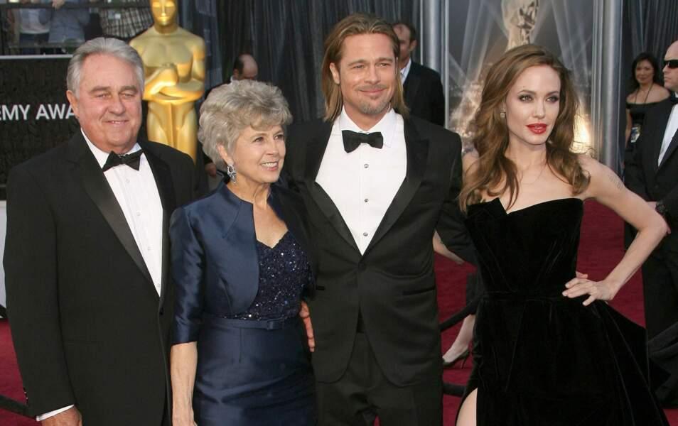 Angelina Jolie, Brad Pitt et ses parents