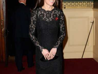 Kate Middleton glamour dans une robe en dentelle et en transparence
