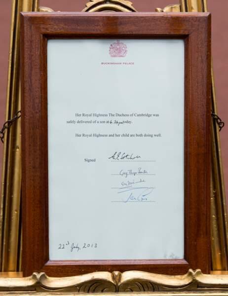 """""""C'EST UN GARÇON !"""". Kate Middleton a accouché à 16h24 heure de Londres d'un petit garçon de 3,8 kg."""