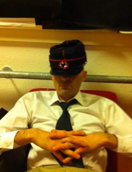 Petite sieste pour Nicolas Canteloup