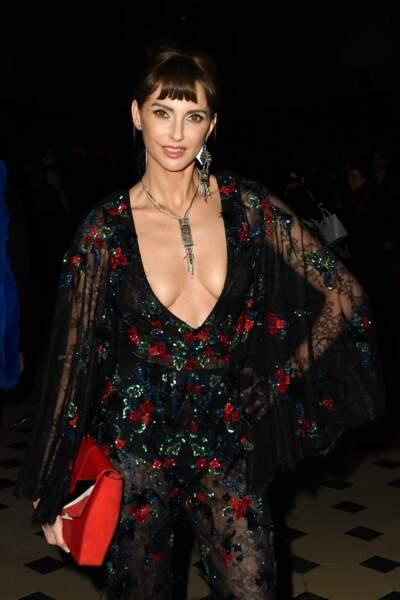 Fashion Week Haute Couture : Frédérique Bel arborait un sacré décolleté