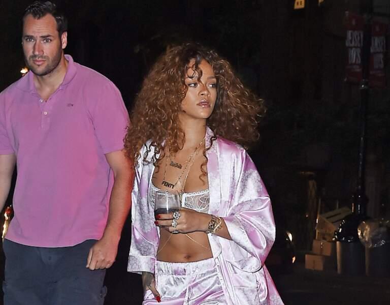 Rihanna, très décontractée et sexy, pour se rendre au studio d'enregistrement