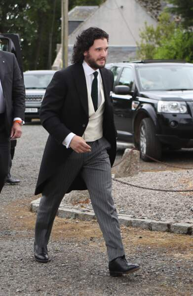 Kit Harington arrive à l'église
