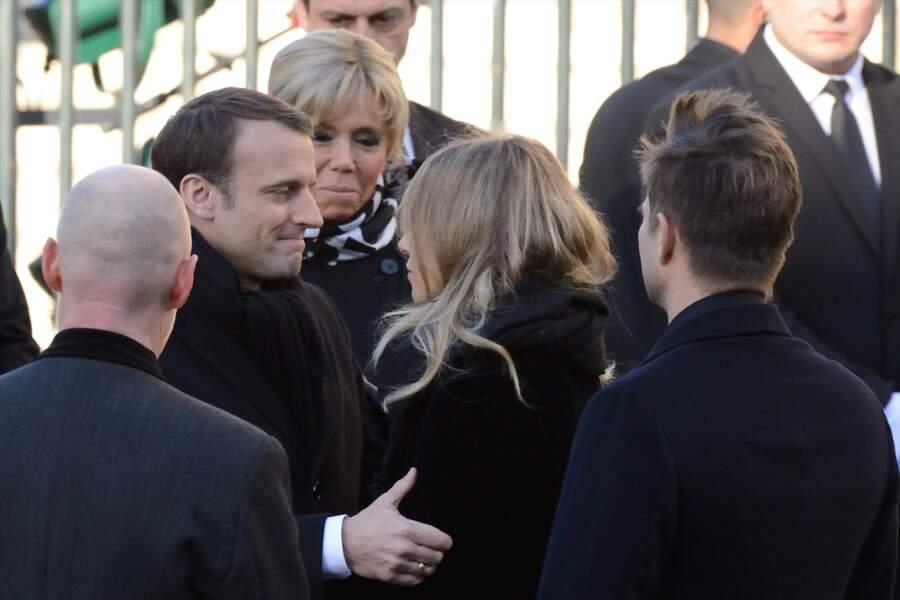 Les politiques présents lors de l'hommage à Johnny Hallyday : Brigitte et Emmanuel Macron avec Laura Smet