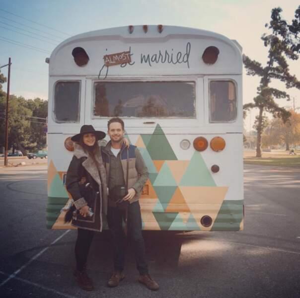 Mariage de Troian Bellisario : l'actrice et son chéri Patrick J. Adams devant le bus où ils ont fait la fête