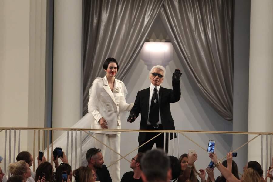 Le maître des lieux, Karl Lagerfeld et la mariée de son défilé Kendall Jenner