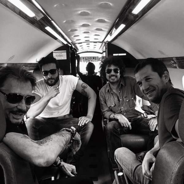 Toujours aussi rock' Johnny Hallyday en jet privé avec Guillaume Canet, Maxim Nucci et Yarol Poupaud