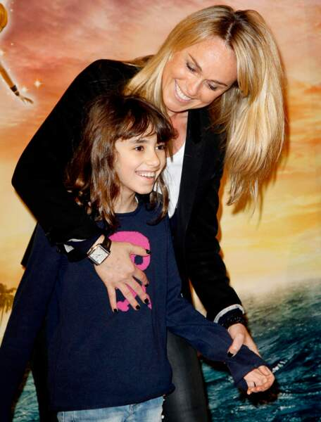 Cécile de Ménibus et une petite fille à l'avant-première de Clochette et la fée pirate