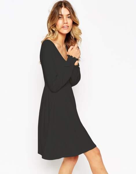 Robe noire (soldée 12,99€ au lieu de 34,99€) sur ASOS