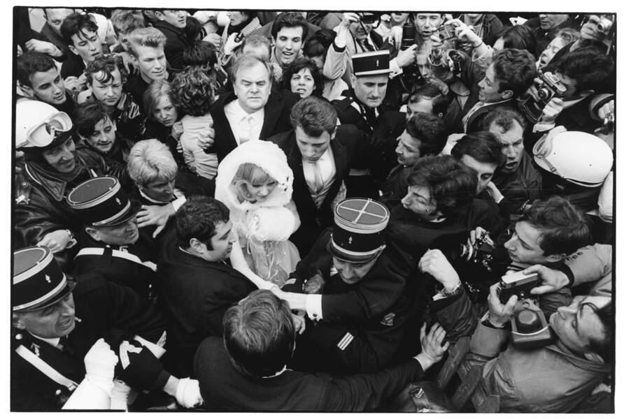 12 avril 1965 : c'est l'émeute lors du mariage de Johnny Hallyday et Sylvie Vartan