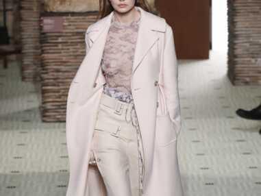VOICI Gigi Hadid défile seins nus en plein podium de la fashion week