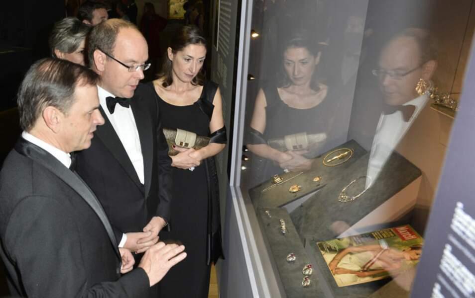 Instant émotion pour Albert de Monaco, devant des bijoux portés par sa mère Grace Kelly