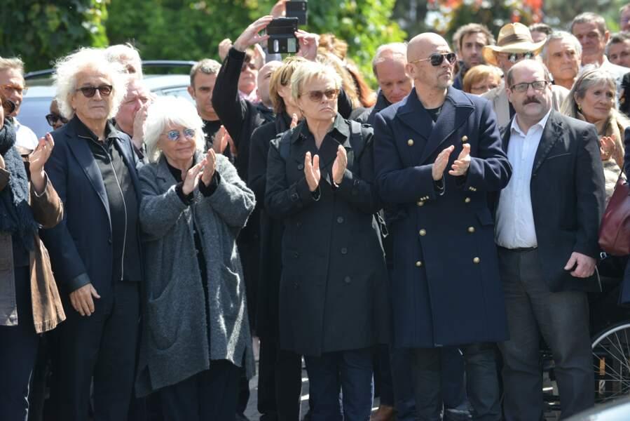 Obsèques de Maurane à Woluwe-Saint-Pierre en Belgique : le cercueil est sorti sous les applaudissements