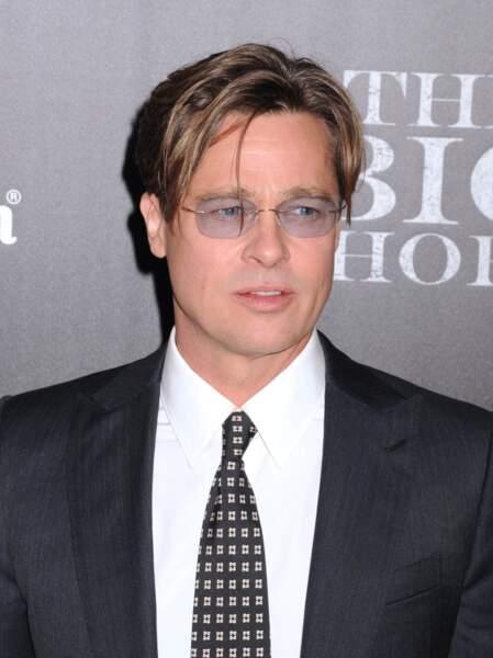 Brad Pitt rasé : les vrp ne sont pas acceptés dans l'immeuble monsieur.