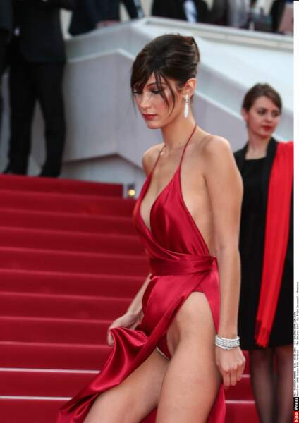 Festival de Cannes 2016 : Mais le danger ne venait pas d'en haut, car Bella Hadid a dévoilé sa culotte