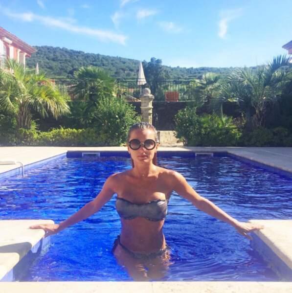 Fiona adore passer du temps à la piscine