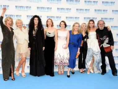 Meryl Streep et Cher échangent un baiser, Pierce Brosnan en compagnie de sa femme à l'avant-première de Mamma Mia 2