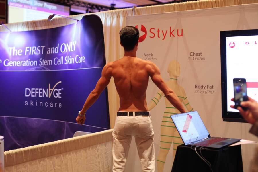 Justin Jedlica a fait de nombreux implants, dans le dos, notamment