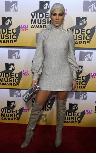 MTV Video Music Awards : cuissardes et bonnet de nuit pour Jennifer Lopez en 2006