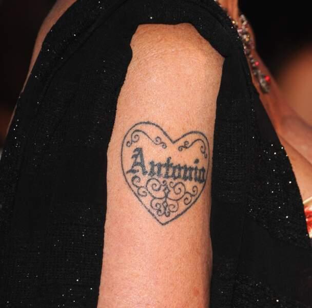 Tatouage - Melanie Griffith s'est fait tatouer le nom de son mari, Antonio Banderas