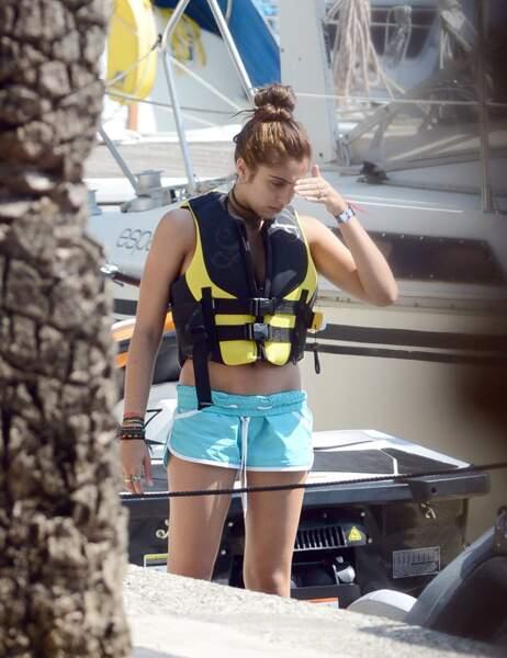 Hier, la jeune femme a passé l'après-midi sur l'eau avec des copains