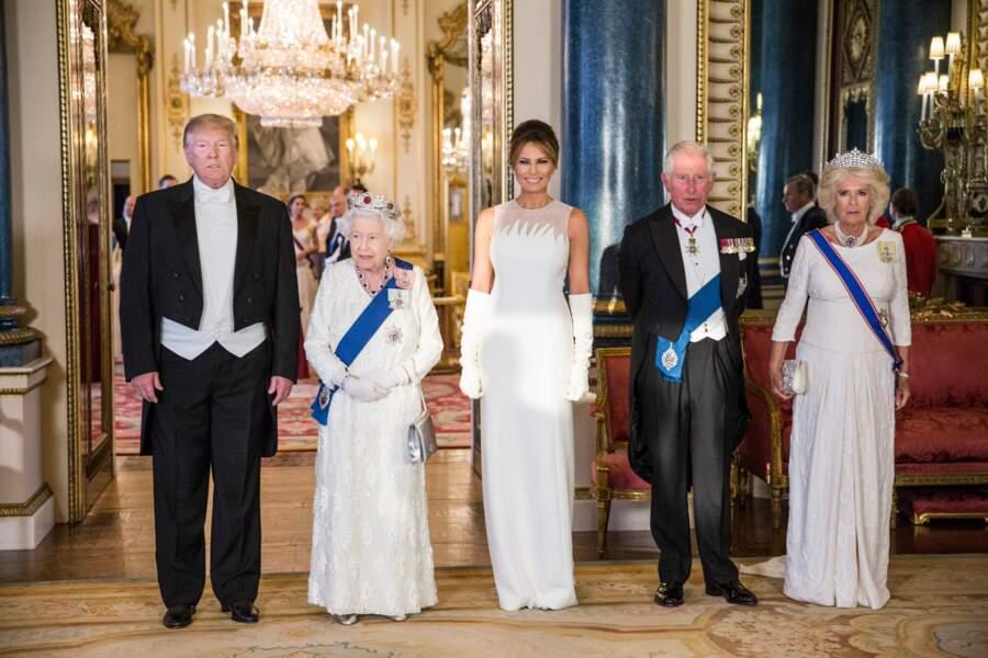 Donald Trump, Elizabeth II, Ivanka Trump, le prince Charles et Camilla au banquet organisé à Buckingham Palace