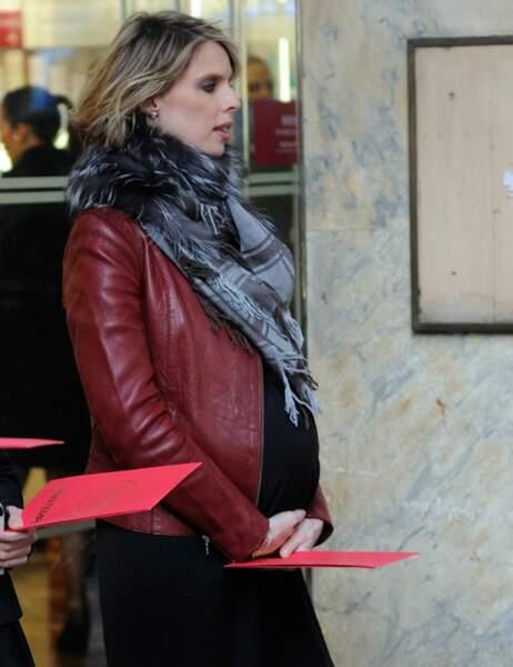 Mais sylvie Tellier semble un peu fatiguée : une grossesse, ça épuise !
