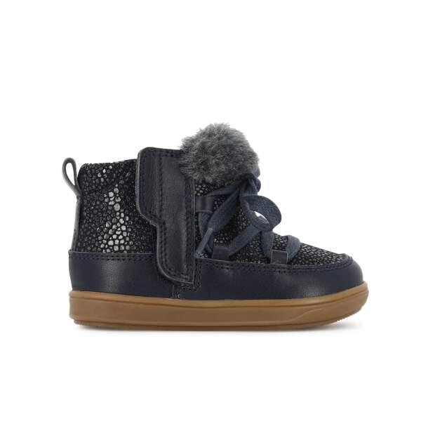 Boots. En cuir velours imprimé bleu marine, à partir de 73 €, Shoo Pom