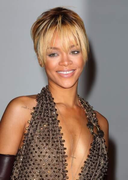 La frange effilée et déstructurée de Rihanna